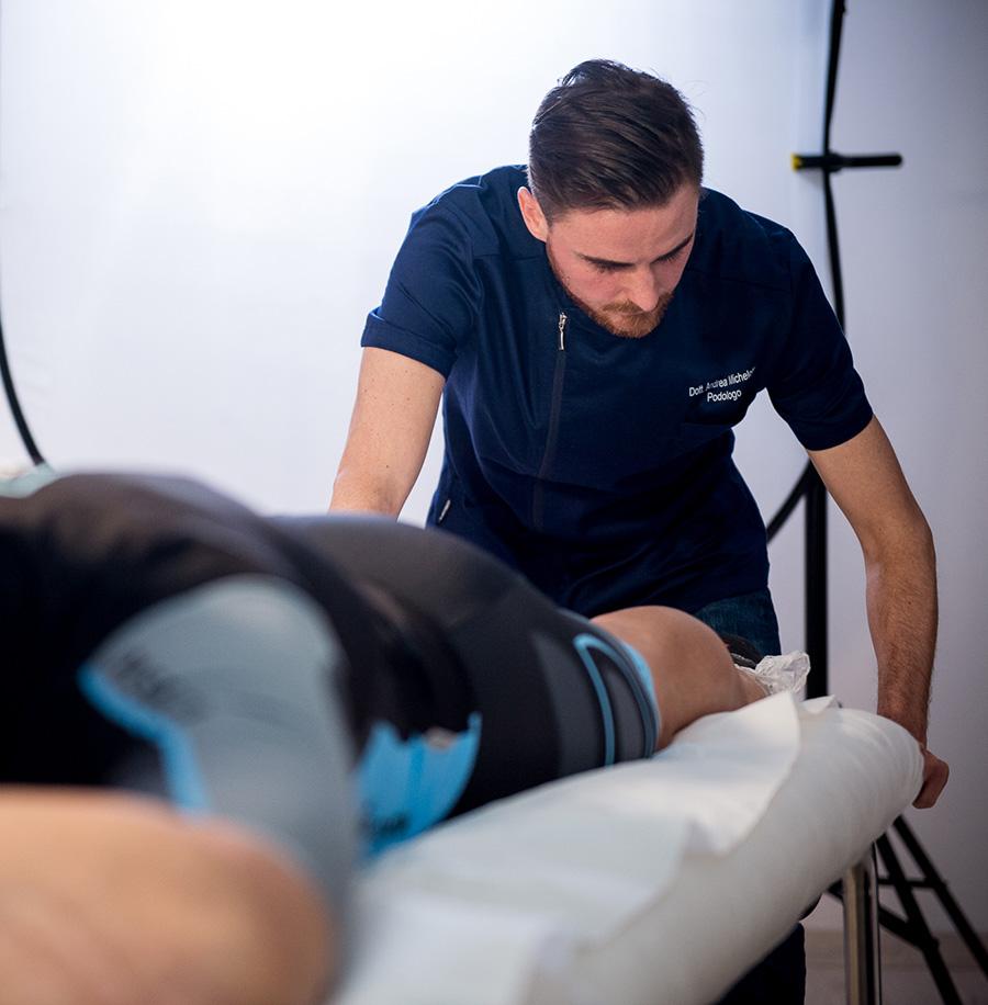 Michelotti Podologo-ortesiologia plantare presa calco gesso con metodo In Shoe Casting con il ciclista Alessandro Petacchi
