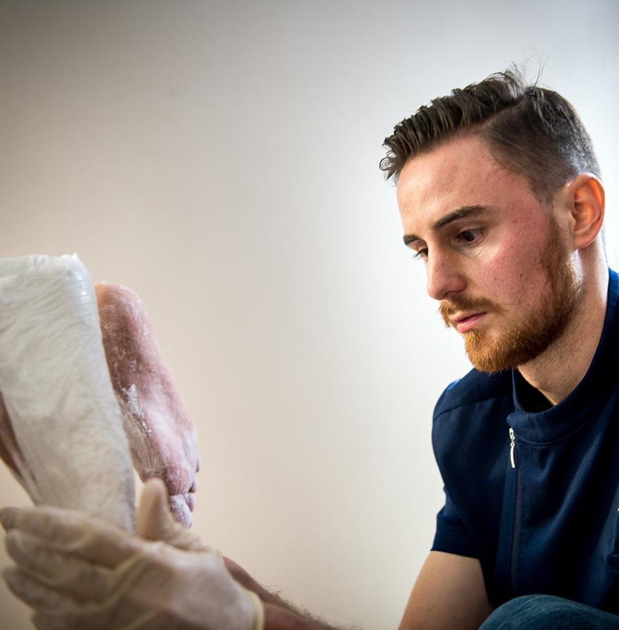 Michelotti Podologo ortesiologia plantare presa calco in gesso con il metodo In Shoe Casting