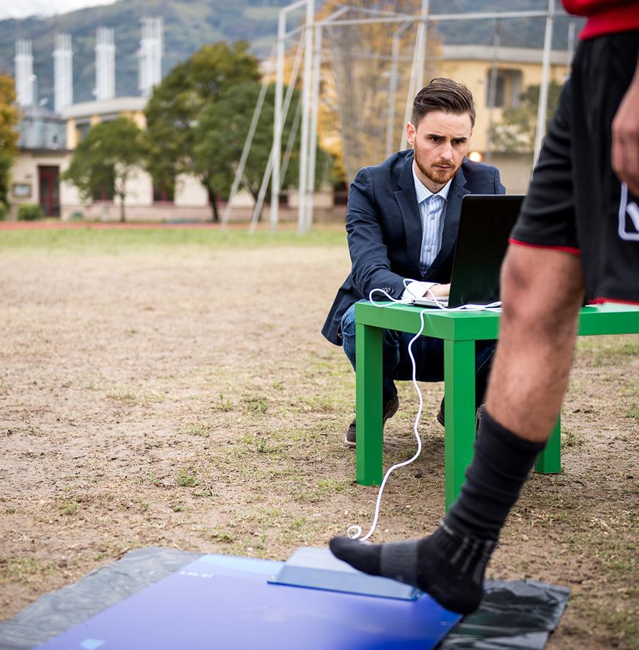 Valutazione biomeccanica calciatore con pedana barometrica